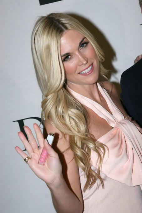 Tinsley Mortimer  - Saks Fifth Avenue And Unveils Diors New Tinsley Pink Gloss In NY - May 15.2008