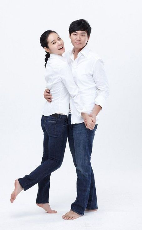 Yeon Jeong Hun Reveals He and Han Ga In Plan to Have a Baby Next Year