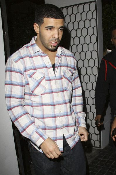 Aubrey Graham - Drake outside the popular Cecconi's restaurant in West Hollywood