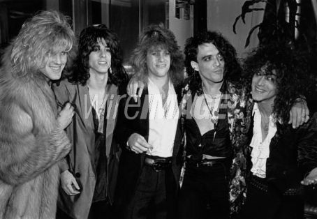 Stephen Pearcy RATT black and white pic 1985