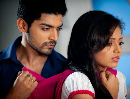 Gurmeet Chaudhary and Drashti Dhami as Maan and Geet in TV show Geet Hui Sabse Parai