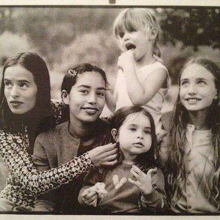 Karis Jagger Hunt Jade, Karis with little Assisi Jackson, little Georgia May & Elizabeth Jagger