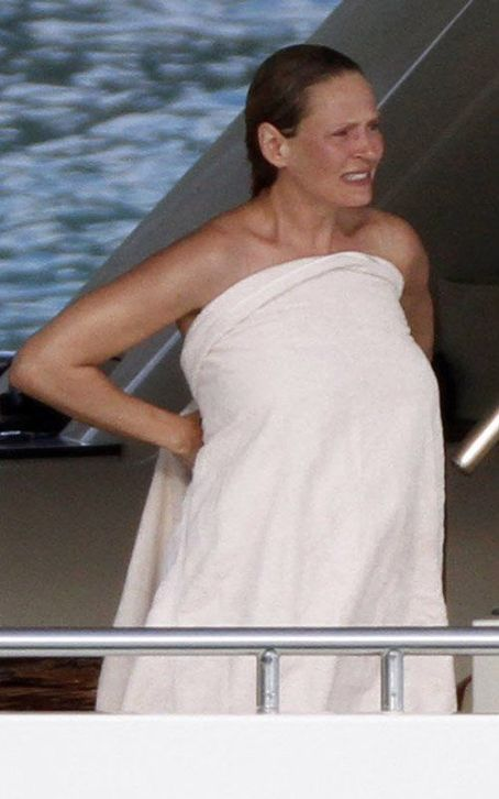Uma Thurman's Baby Bumping St. Barts Boating Vacation