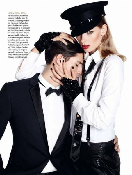 Julia Stegner - Vogue Magazine Pictorial [Mexico] (October 2011)