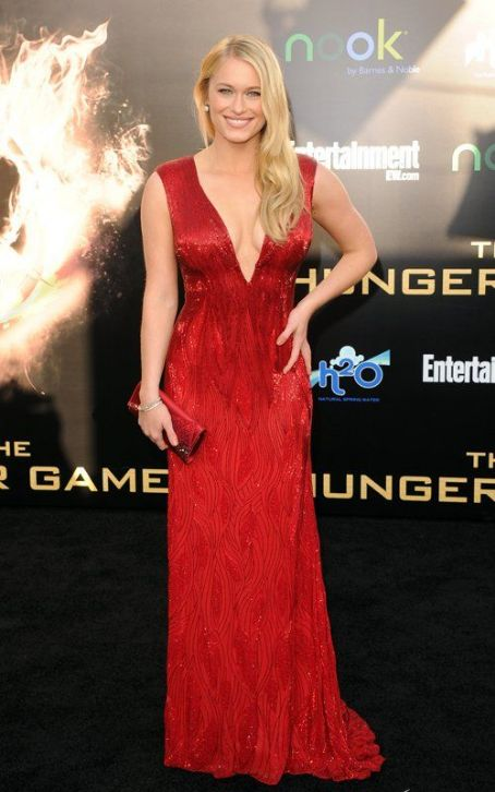 "Leven Rambin Talks Training at ""The Hunger Games"" Premiere"