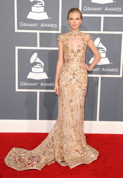 Taylor Swift at Grammy Awards Red Carpet 2012