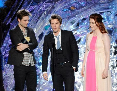 Robert Pattinson, Xavier Samuel, and Bryce Dallas Howard accept the Best Fight award onstage during the 2011 MTV Movie Awards at Universal Studios' Gibson Amphitheatre on June 5, 2011 in Universal City, California