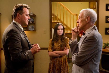 Flipped (L-r) AIDAN QUINN as Richard Baker, MADELINE CARROLL as Juli Baker and JOHN MAHONEY as Chet Duncan in Castle Rock Entertainment's coming-of-age romantic comedy 'FLIPPED,' a Warner Bros. Pictures release. Photo by Ben Glass