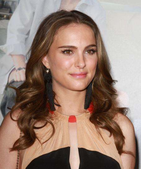 "Natalie Portman - ""No Strings Attached"" Premiere at Regency Village Theater in Los Angeles, 11.01.2011."