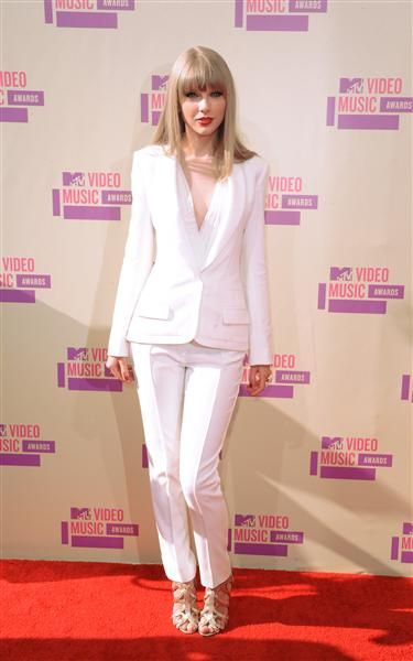 Taylor Swift arrives at the MTV Video Music Awards
