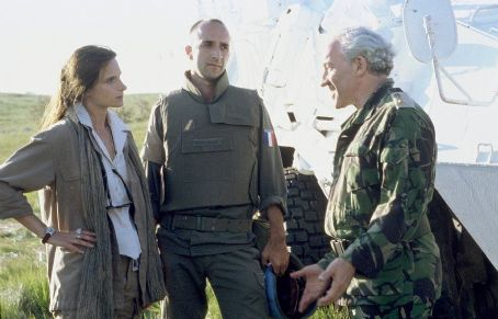 Simon Callow Katrin Cartlidge, Georges Siatidis and  in MGM/UA's No Man's Land - 2001