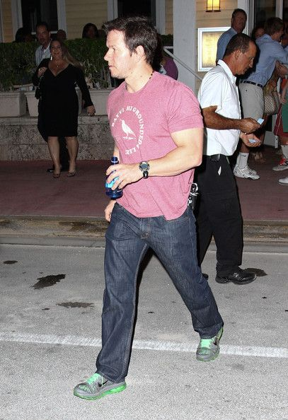Mark Wahlberg leaving a restaurant after dinner with friends in Miami, FL on March 25, 2012