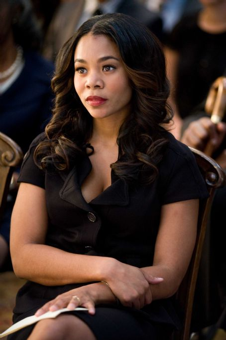 Regina Hall stars in Screen Gems' comedy DEATH AT A FUNERAL. Photo By: Phil Bray. © 2010 Screen Gems, Inc. All rights reserved.