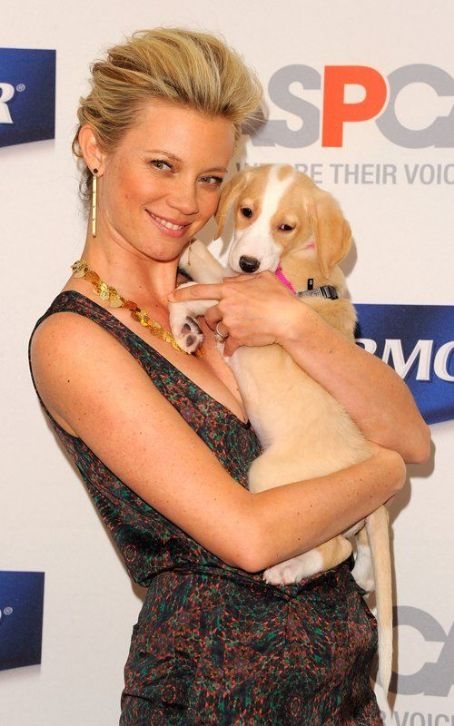 Amy Smart Launches PetArmor Protection Promise