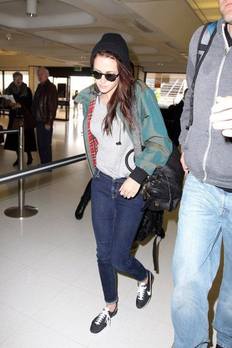 Kristen Stewart was spotted catching a flight out of Sydney on Wednesday