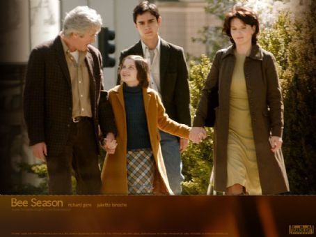 Richard Gere and Juliette Binoche - Richard Gere (Saul Naumann), Flora Cross (Eliza Naumann), Max Minghella (Aaron Naumann), and Juliette Binoche