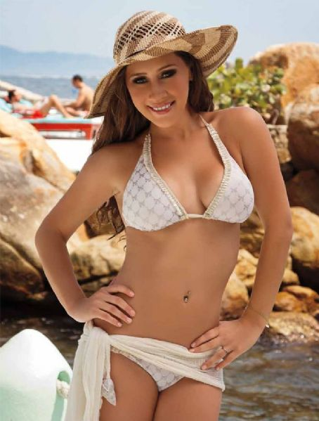Gabriela Carrillo  - Fvd Travel Magazine Pictorial [Mexico] (May 2012)