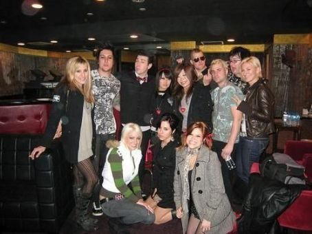 Avenged Sevenfold - Avenged sevenfold and thier girlfriends