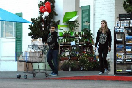 David Katzenberg and Nicky Hilton - Nicky Hilton Out Shopping With David Katzenberg In Los Angeles, 2008-05-03