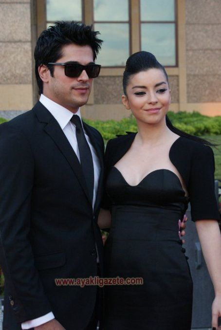 Merve Bolugur and Burak Özçivit - 2011 Golden Butterfly Awards - Arrivals
