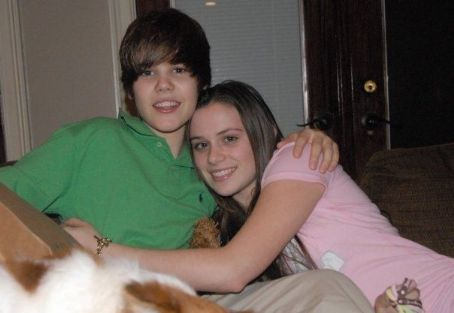 Justin Bieber justin & his girlfriend :(