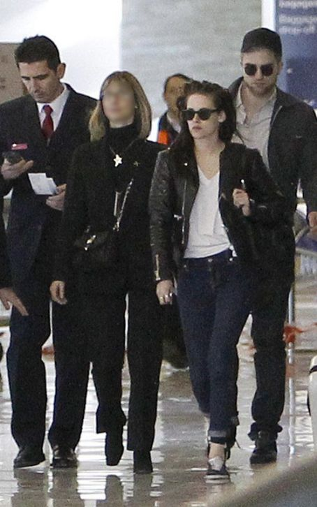 Kristen Stewart: at Roissy Airport in Paris