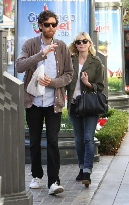 Kirsten Dunst and Jason Boesel shopping at the Apple Store at The Grove in Hollywood, January 31, 2011