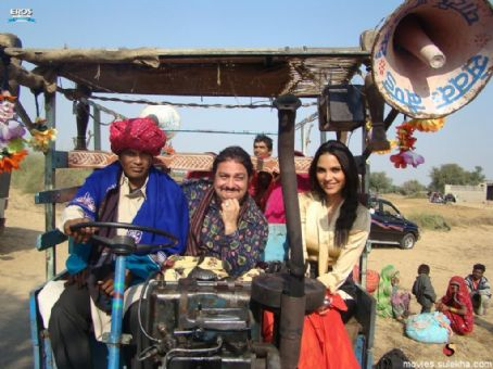 Chalo Dilli Poster and Pics (Vinay pathak and Lara Dutta)