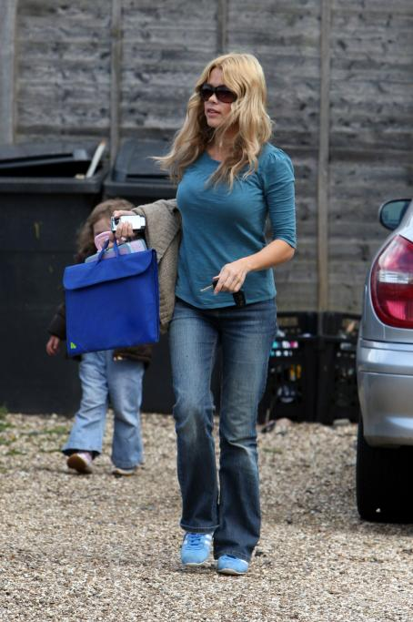 Melinda Messenger  Collects Her Children From A Friend's House Near The Family Home In Berkshire, England 2008-04-16