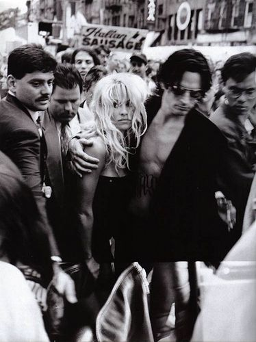 Pamela Anderson, Tommy Lee - Harpers Bazaar Magazine Pictorial [United States] (December 1995)