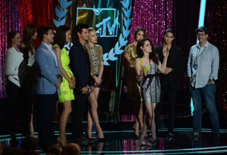Nikki Reed - Kristen Stewart Gives and Gets Honors at the MTV Movie Awards