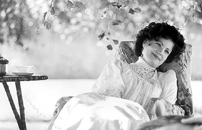 Elizabeth McGovern  as Carry Fisher in Sony Pictures Classics' The House of Mirth - 2000
