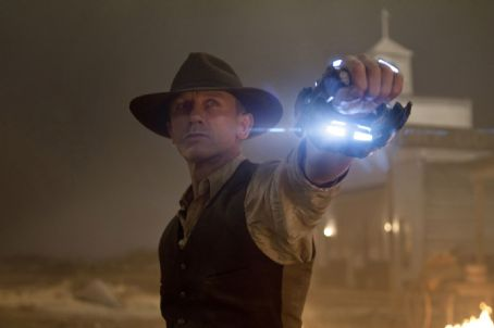Cowboys & Aliens Daniel Craig star as Jake Lonergan in Universal Pictures' Cowboys and Aliens.