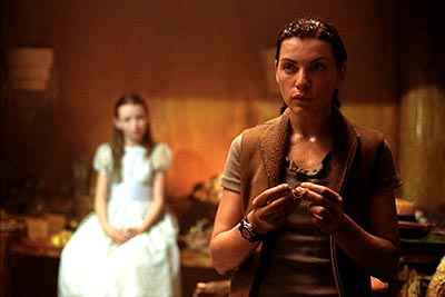 Ghost Ship Julianna Margulies and Emily Browning in Warner Brothers'  - 2002