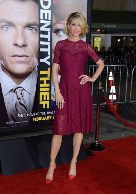 Jenna Elfman - JENNA ELFMAN at The Identity Theft Premiere in Los Angeles