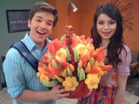 iCarly Miranda Cosgrove and Nathan Kress