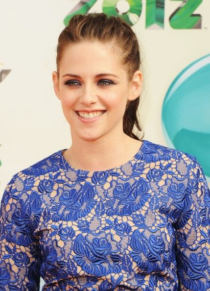 Kristen Stewart attends Nickelodeon's 25th Annual Kids' Choice Awards on March 31, 2012