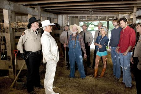Jefferson Davis 'Boss' Hogg L-r: M.C. GAINEY as Roscoe P. Coltrane, BURT REYNOLDS as Boss Hogg, WILLIE NELSON as Uncle Jesse, JESSICA SIMPSON as Daisy Duke, SEANN WILLIAM SCOTT as Bo Duke and JOHNNY KNOXVILLE as Luke Duke in Warner Bros. Pictures' and Village Roadshow Pictures&#