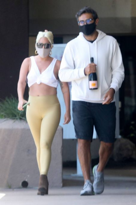 Lady Gaga in Leggings - Essen in Malibu abholen