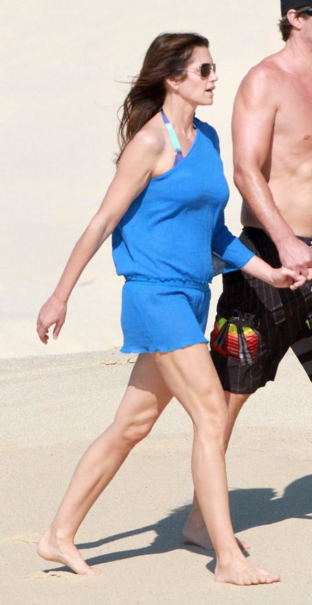 Cindy Crawford On the Beach With Her Husband in Los Cabos