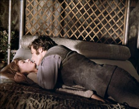 Vanessa Redgrave as Guinevere and Franco Nero as Lancelot in Camelot (1967)