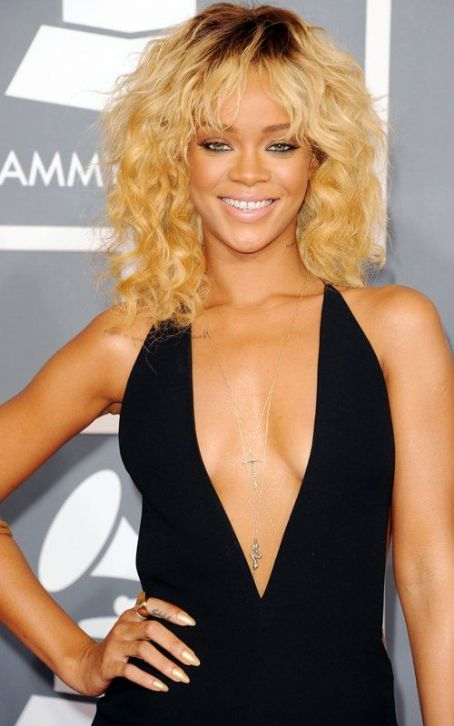 Rihanna Rules the GRAMMY Red Carpet in Armani
