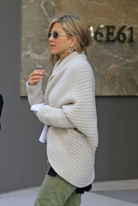 Jennifer Aniston and Justin Theroux Shop for Furniture