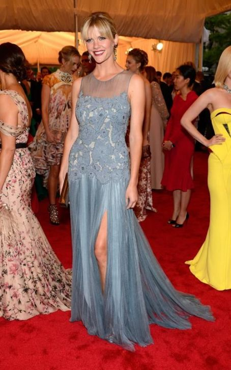 Brooklyn Decker Dazzles in Tory Birch at the 2012 Met Ball