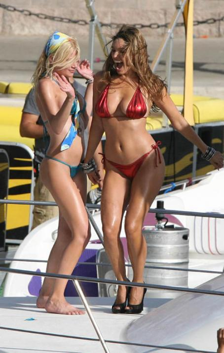 Riley Steele Kelly Brook And  On The Set Of The New Film 'Pirhana 3-D' In Lake Havasu, Arizona, June 1, 2009