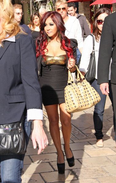 Nicole 'Snooki' Polizzi - Snooki at The Grove on the TV show Extra! in Los Angeles Jan.4, 2012
