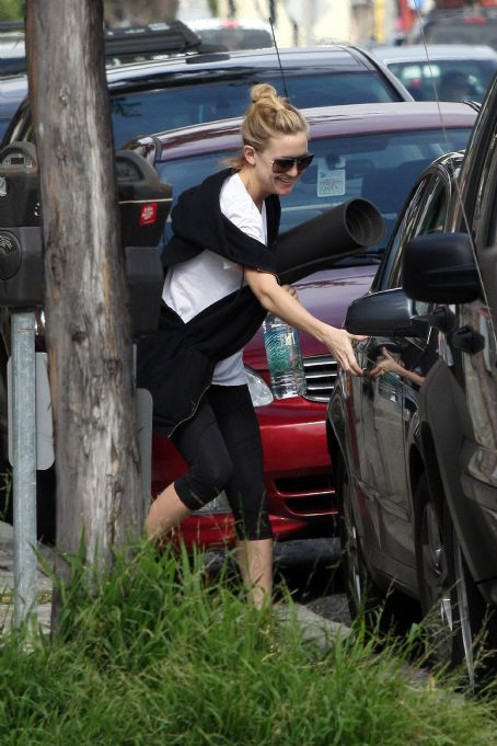 Owen Wilson and Kate Hudson - Kate Hudson - Visiting Owen Wilson In Malibu, 25.02.2008.