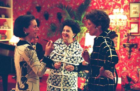 Juliet Stevenson as Diana Vreeland, Isabella Rossellini as Marella Agnelli, and Sigourney Weaver as Babe Paley in director Douglas McGrath's Infamous. Photo Credit: Deana Newcomb © 2005 Warner Bros. Entertainment Inc.
