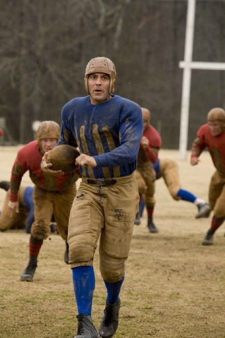 Leatherheads GEORGE CLOONEY as Bulldogs team captain Dodge Connolly.