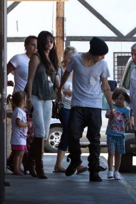 Justin Bieber and Selena Gomez at Sushi Dan in Studio City (July 27)
